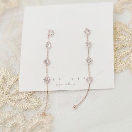 四粒極閃水晶串串長耳環